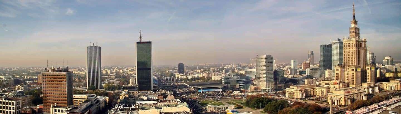 Warschau und Polnisch Übersetzer vor blauem Himmel