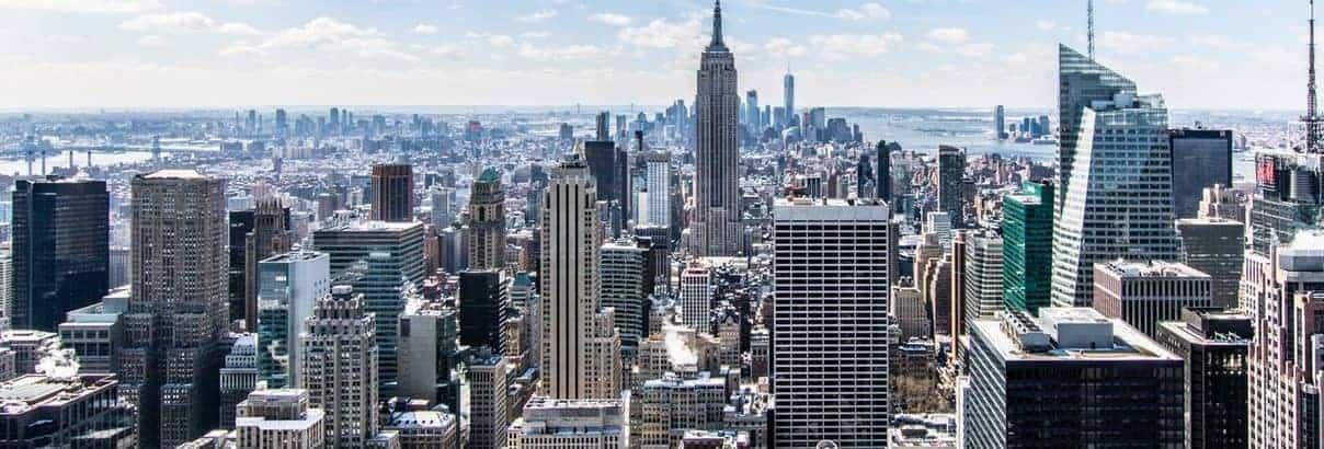 New York bei blauen Himmel