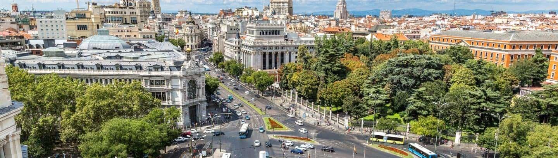 Sicht auf Cibeles Springbrunnen am Plaza de Cibeles in Madrid mit Spanisch Dolmetschern